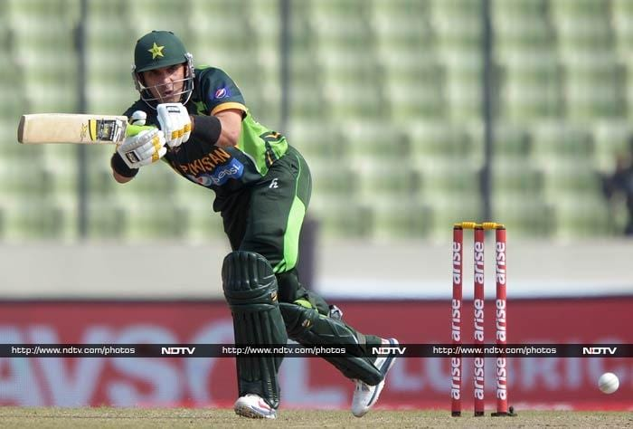 Misbah is seen here en route to a watchful and important 98-ball 65.