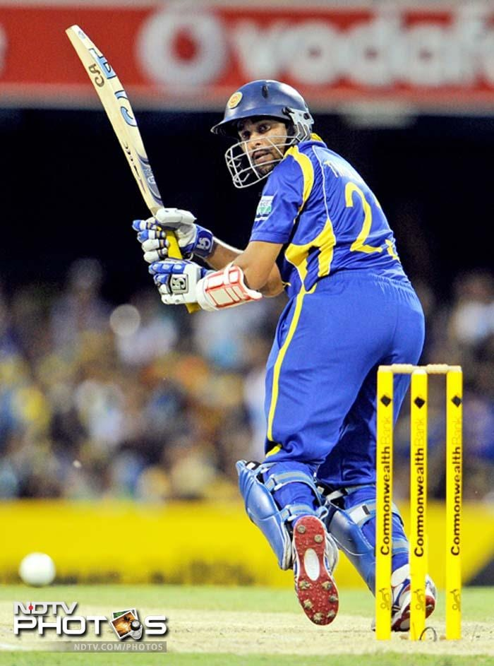 The reply was splendid but only briefly. Tillakaratne Dilshan (in pic) hit 27 off 22 and skipper Mahela Jayawardena had 14 of as many deliveries before both were dismissed by Brett Lee.