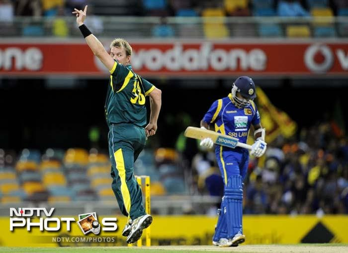 Lee was on fire and he quickly added the wicket of Kumar Sangakkara to his tally.