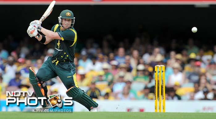 The hosts won the toss and were off to a sensational start. David Warner could only hit boundaries and the Sri Lankans were made to fetch the ball at will.