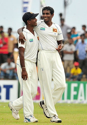 Sri Lankan cricketer Thilan Thushara celebrates with teammate Nuwan Kulasekara after he dismissed unseen New Zealand batsman Ross Taylor during the third day of the first Test match at The Galle International Cricket Stadium in Galle on Thursday. (AFP Photo)