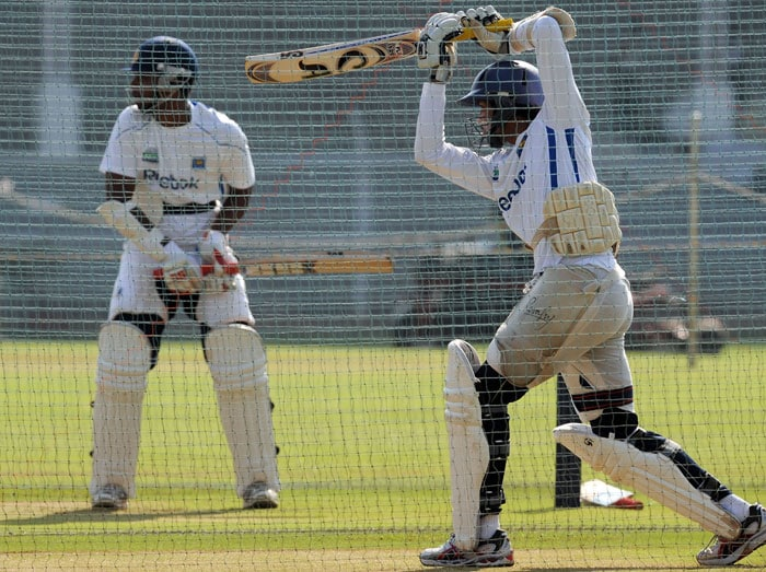 Tharanga Pranavithana and Tillakaratne Dilshan bat in the nets during a training session ahead of the third and final Test against India in Mumbai. (AFP Photo)