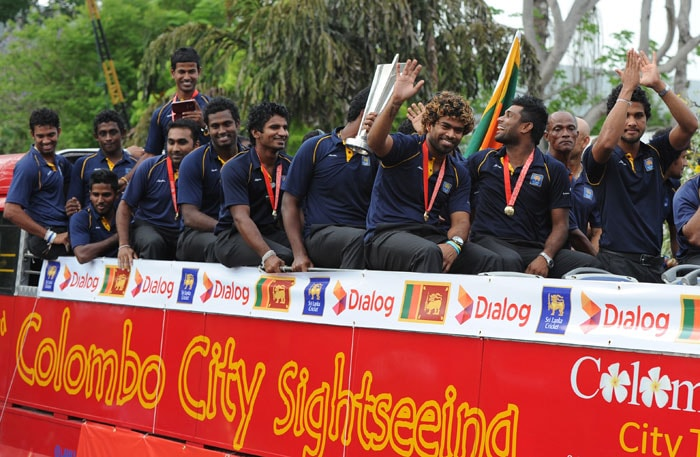 The entire team then embarked on their open bus tour in Colombo, much to the delight of the eagerly waiting fans.