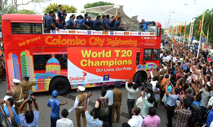Fans from all over Colombo flocked to greet their national heroes.