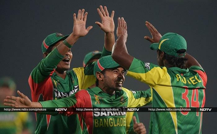 Bangladesh were off to a dream start as they picked up three Sri Lankan wickets for just eight runs.