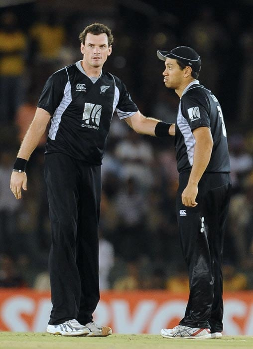 New Zealand cricketer Kyle Mills celebrates with his teammate captain Ross Taylor after the dismissal of Sri Lankan cricketer Angelo Mathews during the second ODI of the Micromax tri-series between Sri Lanka and New Zealand at the Rangiri Dambulla International Cricket stadium in Dambulla. (AFP Photo)