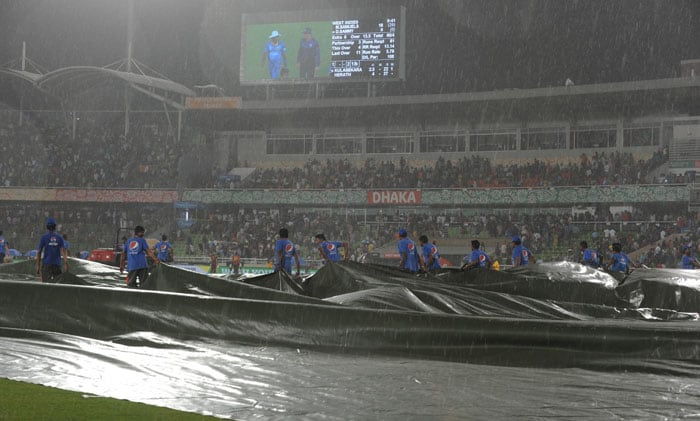 With West Indies on 80/4 in 13.5 overs, heavy showers forced the players off the field. Within minutes the rain turned into hailstorm. At this stage, the Windies were 27 runs behind Sri Lanka via Duckworth-Lewis method.