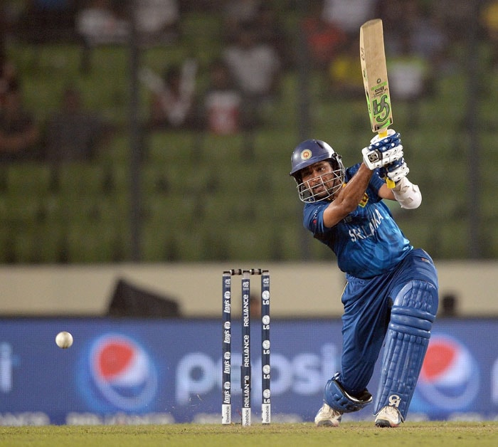 However, Tillakaratne Dilshan (39) proved to be a thorn in their flesh as he kept the Sri Lankan scoreboard ticking.