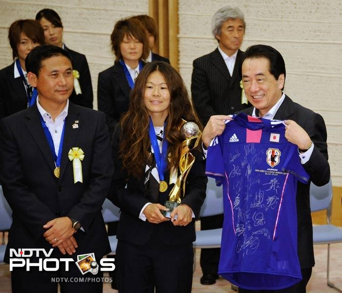 Later, the entire team along with the support staff met with Prime Minister Naoto Kan. A signed jersey was presented to him as well.