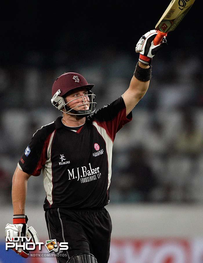 Somerset defeated Auckland off the last ball, registering a 4-wicket win and putting the New Zealand side out of the Champions League tournament. Steve Snell was Somerset's hero, slamming 34 not out off 24 balls and carrying his side to a victory. There were other vital contributions as well. South African all-rounder Roelof van der Merwe (in pic) chipped in with 18 before falling to Auckland's Ronnie Hira. (AP Photo)