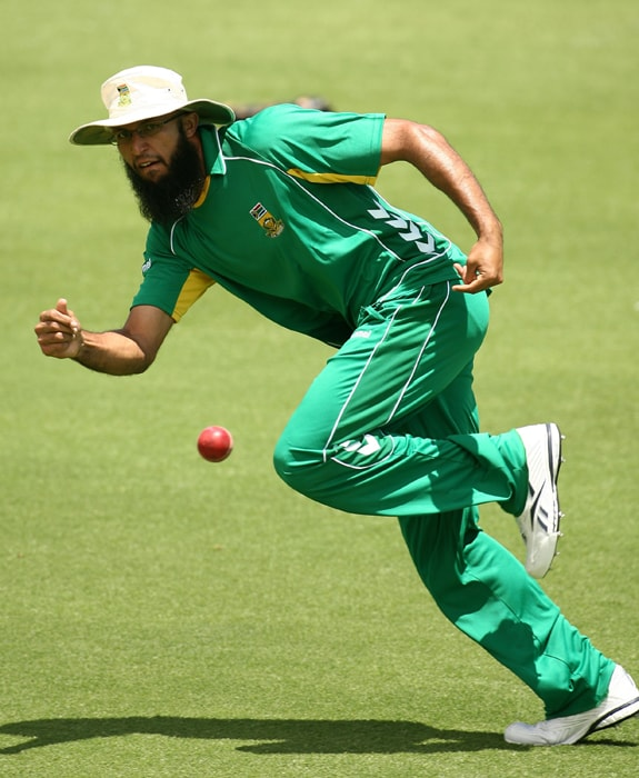 HASHIM AMLA Age 27. Right-hand batsman, occasional right-arm off-spin ODIs 42, Runs 2,156, Highest 140, Average 59.88, Strike-Rate 93.53, Centuries 7, Fifties 12, Catches 16 Once regarded as a Test specialist, Amla has proved himself as an opening batsman in one-day cricket, able to score quickly with elegant stroke play. He reached 2000 ODI runs in his 40th innings -- faster than anyone else in the history of the game.