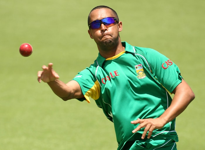 <b>ROBIN PETERSON</b><br><br> <b>Age: </b>31.<br><b>Role: </b>Left-hand batsman, slow left-arm orthodox<br> <b>Stats: </b>ODIs 40, Runs 188, Highest 36, Average 13.62, Strike-Rate 78.99, Catches 9, Wickets 24, Best bowling 3-42, Average 50.33, Economy-Rate 4.84<br><br> In two previous World Cups, Peterson made just three appearances and he may once again be primarily a back-up player. A useful but unexceptional slow bowler and a hard-hitting batsman, he is a good fielder and is able to throw with both hands.(Photo: Getty Images)