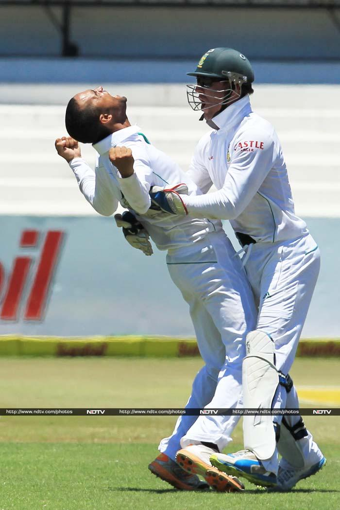 Peterson added another wicket to his kitty when he removed Zaheer Khan with India on 189/8.