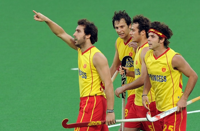 Spanish hockey player Eduard Tubau (L) celebrates after scoring a goal against England with teammates during their World Cup 2010 match at the Major Dhyan Chand Stadium in New Delhi. Spain won by 2-0. (AFP Photo)