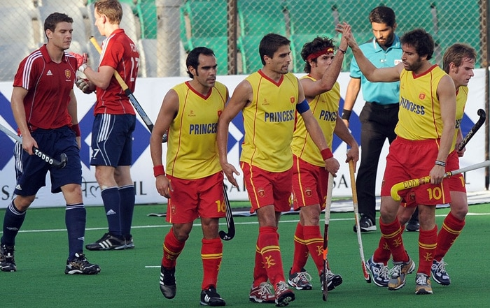 Spanish hockey player Pau Quemada (3R) celebrates with teammates after scoring during the World Cup 2010 match between Spain and England at the Major Dhyan Chand Stadium in New Delhi. (AFP Photo)