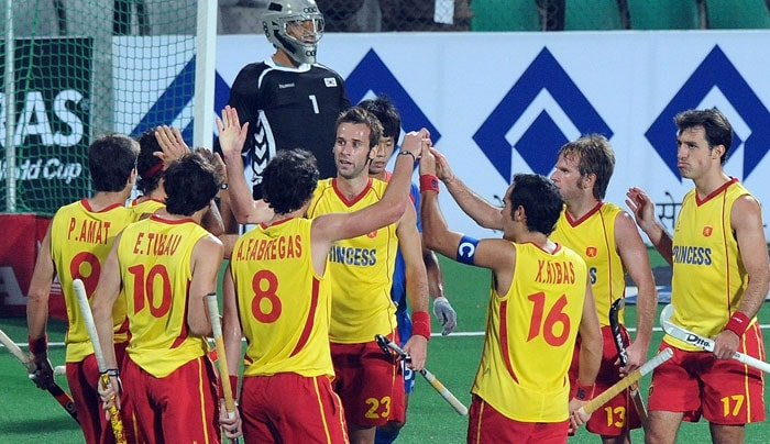 Spanish hockey players celebrate a goal against South Korea during their World Cup 2010 classification match for 5th and 6th place at the Major Dhyan Chand Stadium in New Delhi on March 12, 2010. (AFP Photo)