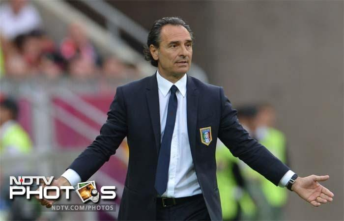 Italy coach Cesare Prandelli opted for Juventus reserve Emanuele Giaccherini in the left wing-back position, a role the forward is far from used to playing.