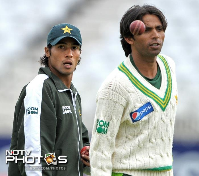 """<b>August 29, 2010: </b> Police investigations centre around the currency notes handed by NOTW to Majeed, and whether they match with those found in the named players' hotel rooms. Majeed is revealed to be close to many players in the Pakistan team. The ICC reveals that Majeed and """"several"""" Pakistan players had been on their anti-corruption watchlist for some time. Meanwhile, Pakistan insist that the limited-overs leg of the tour will go on. <br><br> <b>August 30, 2010: </b> ICC chief executive Haroon Lorgat assures thorough investigation and appropriate punishment if anyone is found guilty of wrongdoing. Scotland Yard releases Majeed on bail without charge. Ricky Ponting expresses concerns that the allegations could taint his side's come-back win against Pakistan in Sydney earlier in the year."""