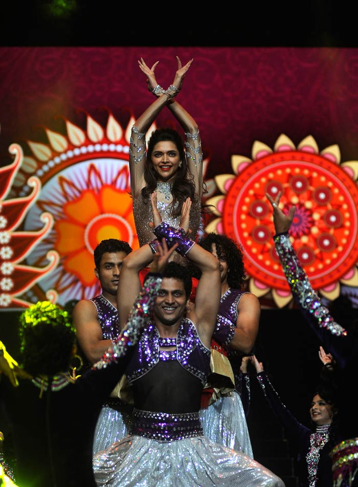 While SRK was energetic, Deepika Padukone - the other actor present - was her graceful best. (Image courtesy BCCI)