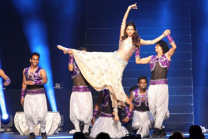 Deepika showed that being fit and athletic is not just important for sportspersons and that she can do what any of the dashing cricketers can do on the field. Even better perhaps. (Image courtesy BCCI)