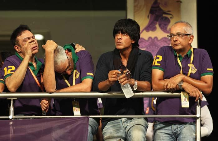 Shahrukh Khan has been busy shooting for his upcoming movie Chennai Express but his love for cricket is still the same.<br><br> Bollywood star and joint owner of 'Kolkata Knight Riders' watches his team's encounter with Rajasthan Royals at Edens.(Image BCCI)