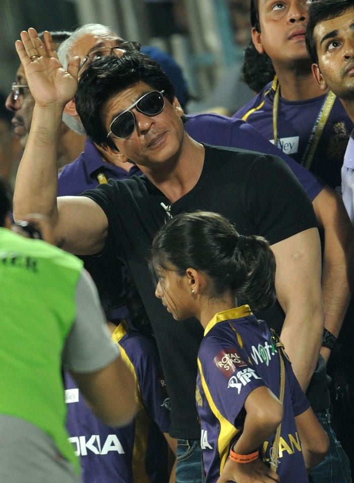 <b>When Mumbai crowd booed the Badshah: </b>In 2011, there were reports of Shah Rukh being booed by a section of the Mumbai crowd when he cheered his team in the match against Pune Warriors at the DY Patil Stadium.