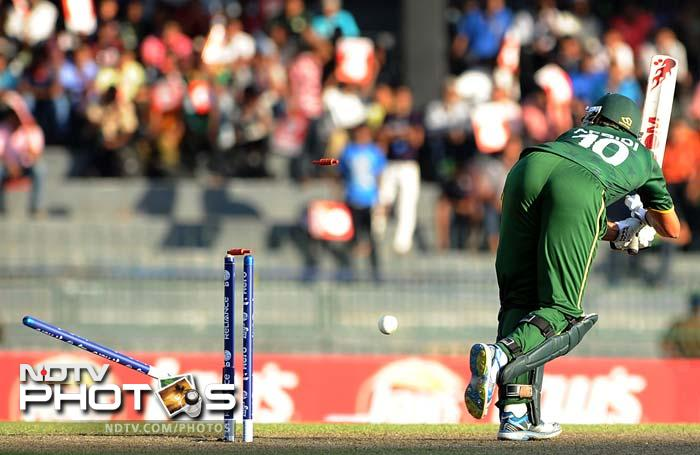 Big hitters could not do much for Pakistan as Shahid Afridi could just make 4 off 2 balls. Only Abdul Razzaq managed a 22 off 17 balls.