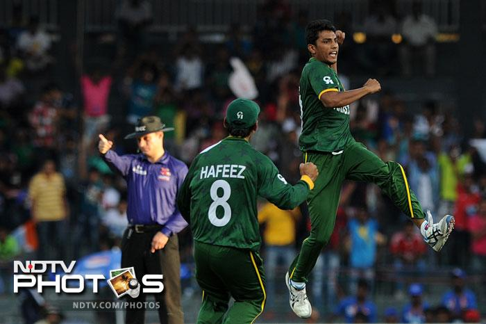 Pakistan started off with spinners at both ends and continued bowling just spin till the 17th over when Umar Gul was introduced. Raza Hasan got the big scalp with a beauty.