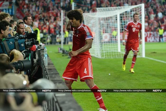 Bayern turned up the pressure Martinez and Marco Mandzukic forcing Cech into diving saves from headers in the second-half of extra-time while Ribery's late free-kick was palmed around the post. <br> The game took an incredible twist at the death when the ball broke off Dante for Martinez to stab home to settle the final on penalties.