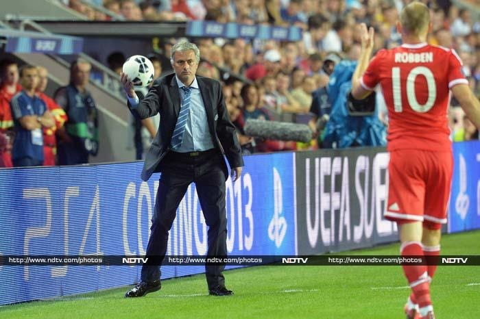 Mourinho and Arjen Robben, former coach-player duo at Chelsea, seen here 'together'.
