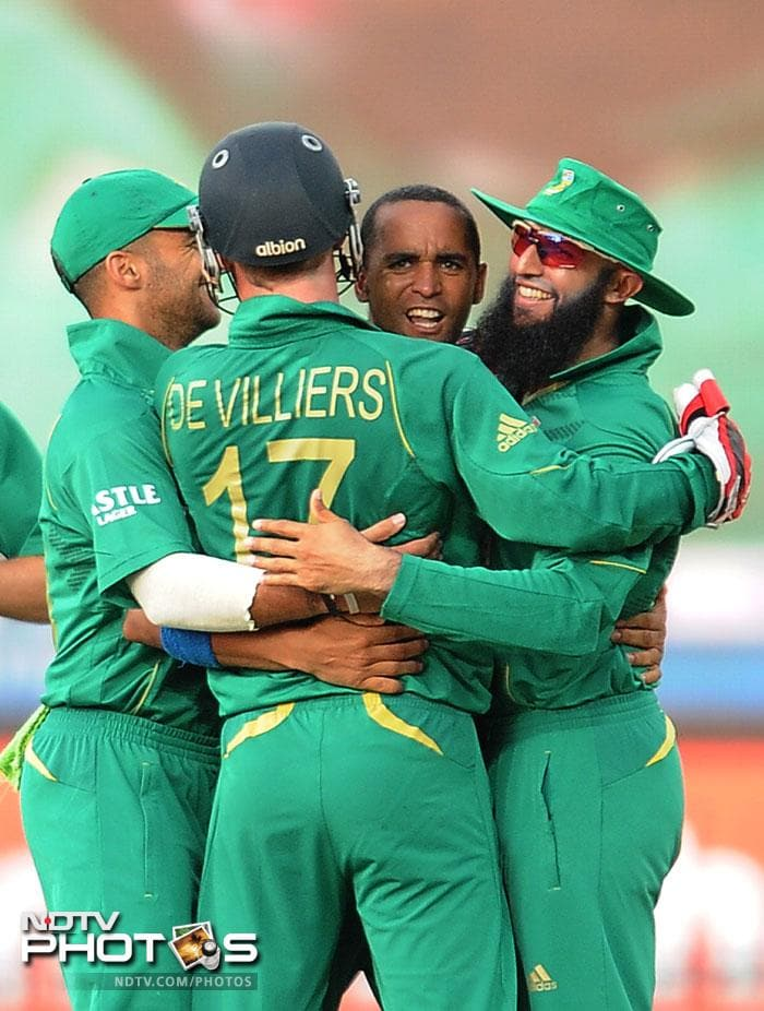 Robin Peterson took 2/15 in 4 overs to rattle Pakistan. He had been included in the squad in place of Faf du Plessis and what a replacement at that.