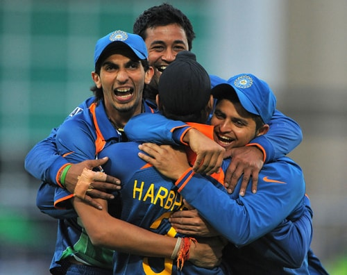 Indian cricketers congratulate their teammate Pragyan Ojha after taking the wicket of Zunaed Siddique of Bangladesh during the ICC World Twenty20 match against Bangladesh at Trent Bridge, Nottingham. (AFP Photo)
