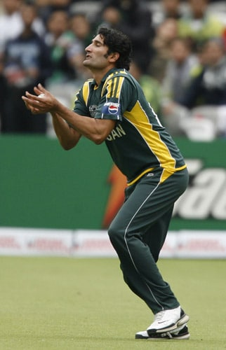 Sohail Tanvir catches out Darron Reekers during their ICC World Twenty20 match at Lord's in London. (AFP Photo)