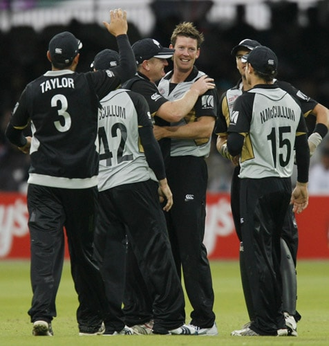 Ian Butler celebrates bowling Graeme Smith during their ICC World Twenty20 match at Lord's in London. (AFP Photo)