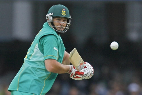 Jacques Kallis plays a shot against New Zealand during their ICC World Twenty20 match at Lord's in London. (AFP Photo)