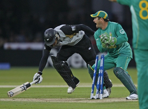Mark Boucher is unsuccessful with this run out appeal against Ross Taylor during their ICC World Twenty20 match at Lord's in London. (AFP Photo)