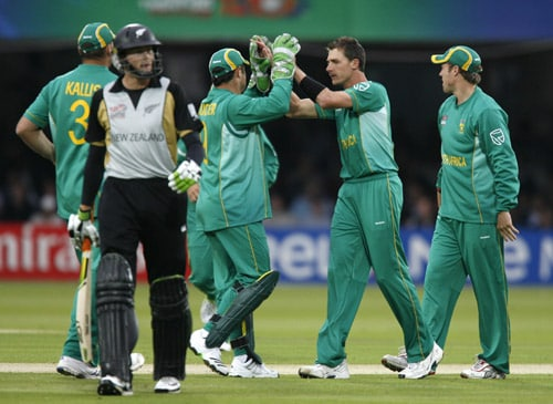 Dale Steyn celebrates taking the wicket of Martin Guptill during their ICC World Twenty20 match at Lord's in London. (AFP Photo)