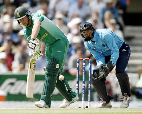 AB de Villiers plays a shot watched by Colin Smith during their ICC World Twenty20 Cup match at the Oval ground in London. (AFP Photo)