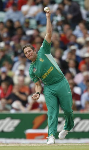 Roelof van der Merwe bowls against Scotland during their ICC World Twenty20 Cup match at the Oval ground in London. (AFP Photo)
