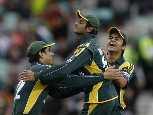 Shoaib Malik celebrates after catching out Ravi Bopara during their ICC World Twenty20 Cup match at the Oval ground in London. (AFP Photo)
