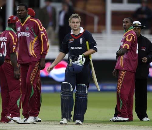 Luke Wright of England is pictured among West Indies players at the end of their Twenty20 match prior to the start of the ICC World Twenty20 at Lord's cricket ground in London, on Wendesday. (AFP Photo)