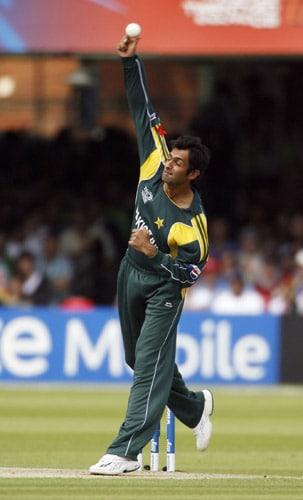 Shoaib Malik bowls against Sri Lanka during the ICC World Twenty20 final at Lord's. (AFP Photo)