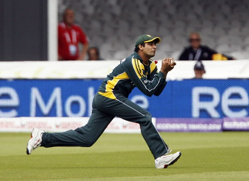 Shahzaib Hasan catches Tillakaratne Dilshan during the ICC World Twenty20 final at Lord's. (AFP Photo)