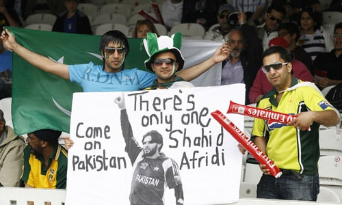 Pakistani fans show support for their team before the ICC World Twenty20 final against Sri Lanka at Lord's. (AFP Photo)