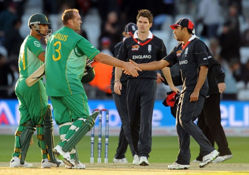 Jacques Kallis shakes hands after beating England by seven wickets in the Super 8 stage of the ICC World Twenty20 match at Trent Bridge in Nottingham. (AFP Photo)