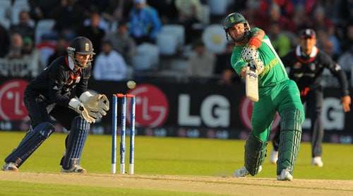 Herschelle Gibbs scores runs during the ICC World Twenty20 match against England at Trent Bridge in Nottingham. (AFP Photo)