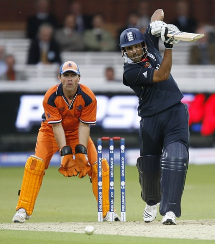 Ravi Bopara plays a shot watched by Jeroen Smits during their ICC World Twenty20 Cup match at Lord's in London. (AFP Photo)