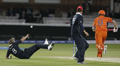 Edgar Schiferli runs the winning runs as Stuart Broad misses the stumps and overthrows during their ICC World Twenty20 Cup match at Lord's in London. (AFP Photo)
