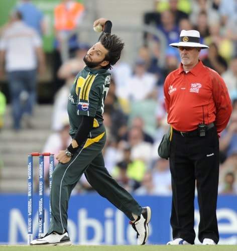 Shahid Afridi bowls against Ireland during an ICC World Twenty20 match at the Oval in London. (AFP Photo)