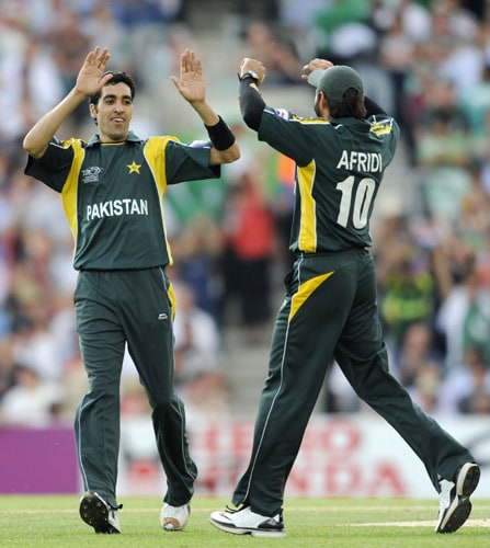 Umer Gul celebrates with teammate Shahid Afridi after bowling Trent Johnston for a duck during an ICC World Twenty20 match at the Oval in London. (AFP Photo)